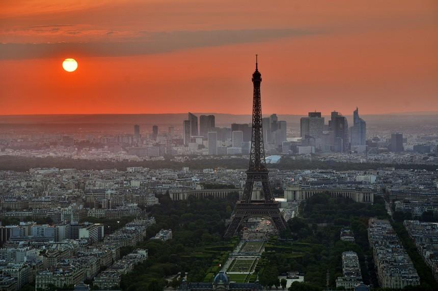 Pôr-do-sol em Paris - Para viajar à França é necessário seguro viagem europa